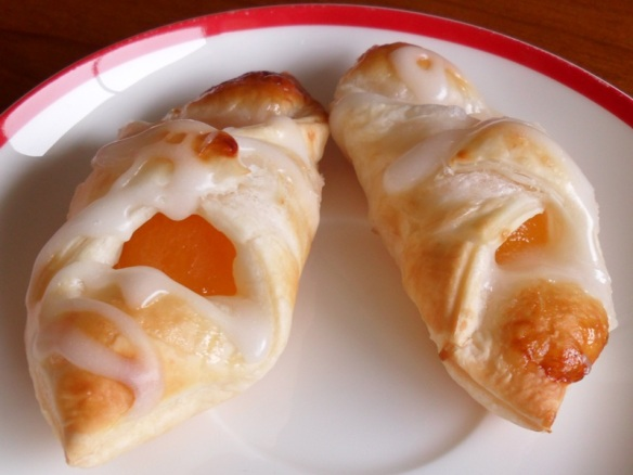mini apricot danishes