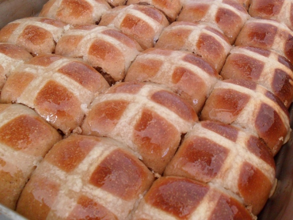 hot cross buns tray cooked